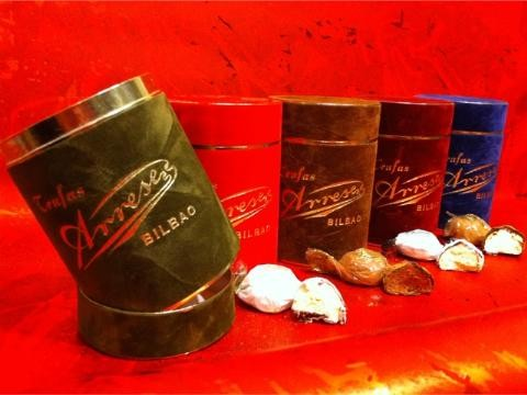 Bote terciopelo con trufas de chocolate
